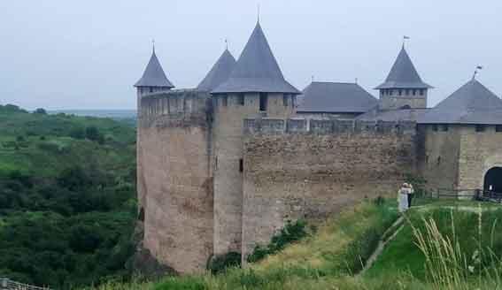 Как называется купол крыши у Хотинской крепости?